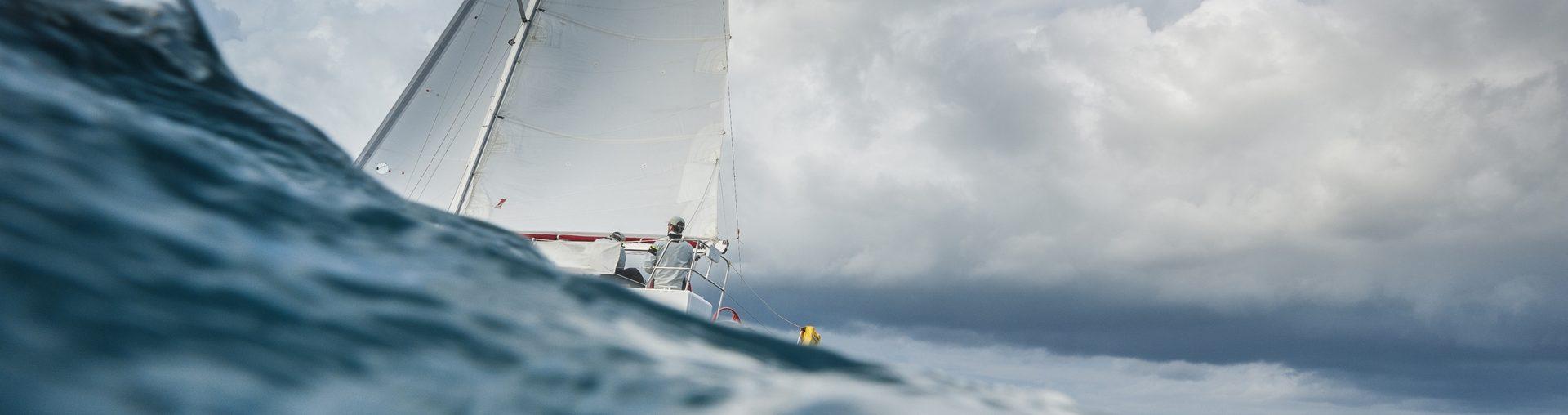 Sfaturi de leadership de la marinarii trecuți prin furtuna